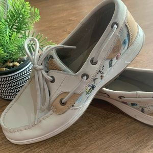 Sperry cream color ocean themed boat shoes shoes